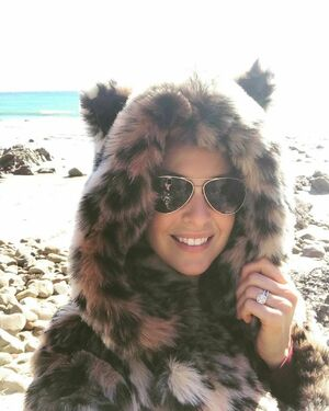 Chilly day at the beach but my @spirithoods jacket kept me warm & cute 😋❤️🐆 #spirithoods #fauxfur